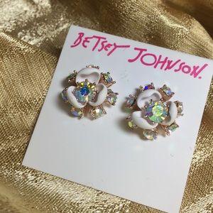 BETSEY JOHNSON Flutterbye Perfect Flower Earrings